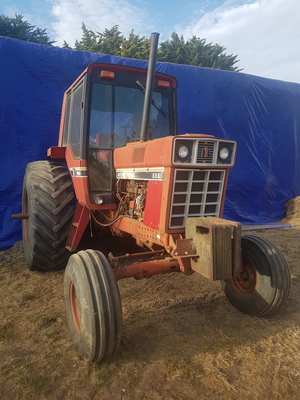 Under Auction - (A141) - IH (International Harvester) 886B Series Tractor - 2% + GST Buyers Premium On All Lots