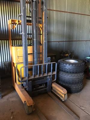 Komatsu 1800kg Electric Forklift