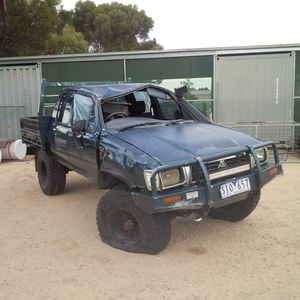 97 Toyota Hilux 2.8 Diesel  Wrecking or sell as a complete unit