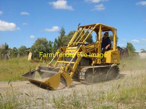 East Wind Dozer - Farm Bos YCT306S-6. Excellent Condition.