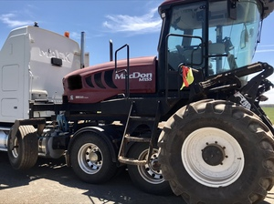 MacDon M155 Self propelled Windrower + MacDon D65 40' Front
