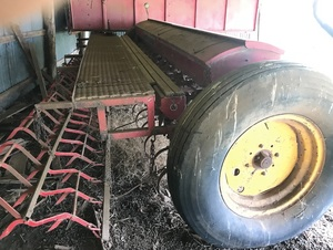 Under Auction - (A135) - Massey Ferguson 55 Series 24 Hoe Combine - 2% + GST Buyers Premium On All Lots