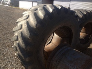 Tyre and rims 30.5-32