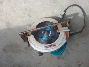 Under Auction - 9 Inch Makita Saw - 2% + GST Buyers Premium On All Lots