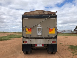 1992 Muscat TOA 32'x6' Trailer