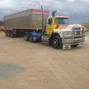 Mack Valueliner Prime Mover with Lusty 30ft Trailer
