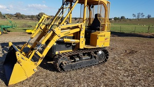 East Wind Loader Dozer  With 29hrs /pto/Linkage 4 in 1 bucket