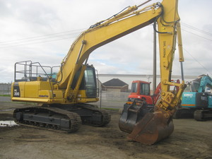 KOMATSU PC200-8 WITH TILT HITCH