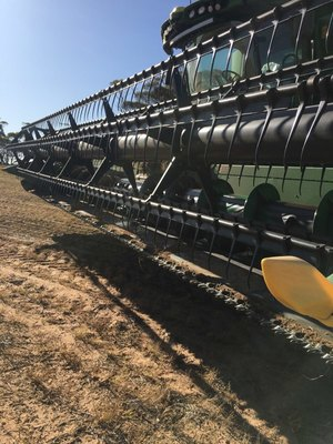 John Deere 630F Flex Front with Comb Trailer