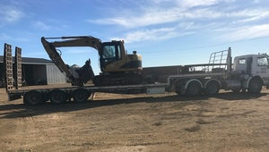 1989 SCANIA 311M PRIME MOVER, AIR RIDE DROP DECK TRAILER, 2007 CATERPILLAR EXCAVATOR