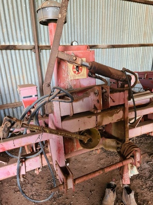 Becker Precision 6 row Planter (Make an Offer)