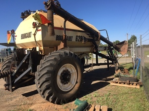 Under Auction - (A135) - 2009 Bourgault 6280 Tow Between Air Cart - 2% + GST Buyers Premium On All Lots