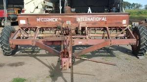 International 611 Combine