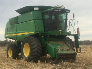 John Deer 9860 STS with a CH42CTS Draper Front
