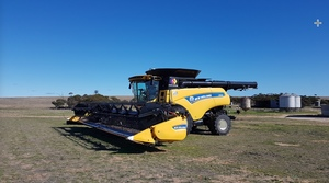 Under Auction (A125) - 2017 New Holland 9.90 Header with 2 Fronts - 2% + GST Buyers Premium on All Lots