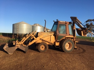 CASE 580 Super E backhoe/ front end loader