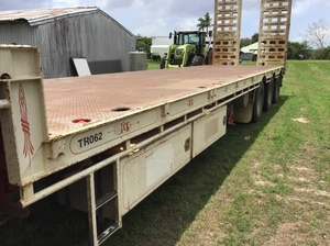 2014 Southern Cross Outback 45ft Tri-Axle Drop Deck Trailer with ramps