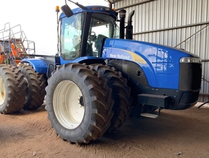 2006 New Holland T 9040 4WD Tractor