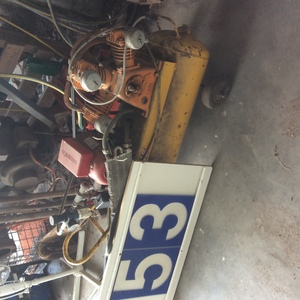 Under Auction - (A129) - Triple Cylinder Air Compressor - 2% + GST Buyers Premium On All Lots