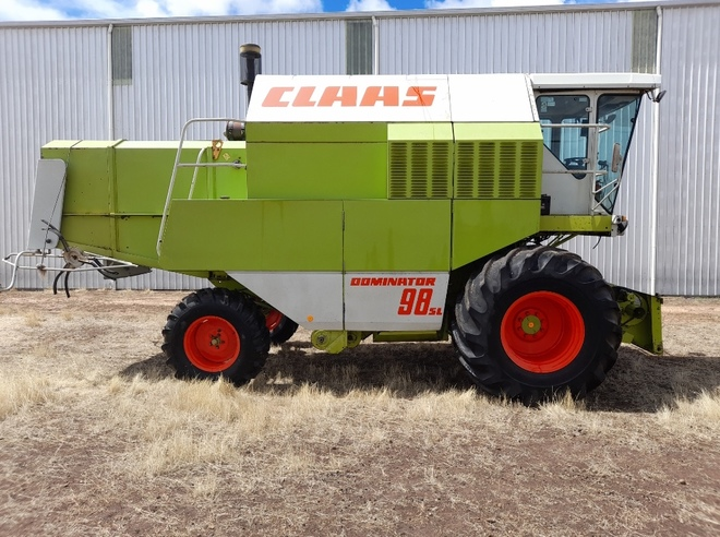 Claas Dominator 98SL Header with Front & Comb Trailer x 2