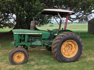 John Deere Tractor 2120