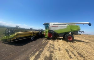 2008 Claas Lexion 580 R with 45' Honeybee Flexi Front