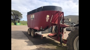 Jay Low mixer wagon Six years old 28 m³ twin rotor good working condition fully scaled