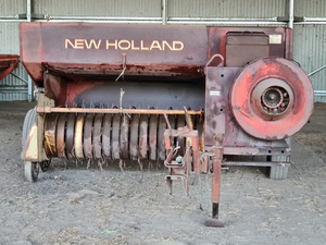 New Holland Hayliner 317 Baler