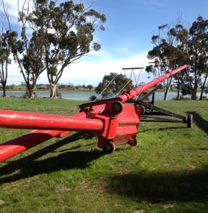 71 ft  x 10 inch Wheatheart Swing Away Auger