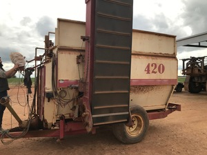 RMH 420 Mixer Wagon