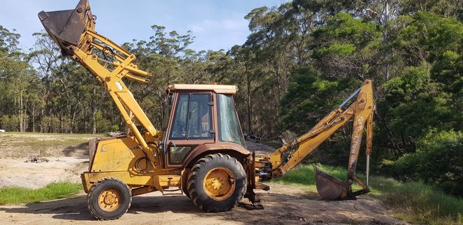 CASE 4WD Backhoe with 4 buckets and ripper ,Cummins diesel engine ,strong old digger