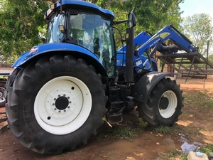 2010 New Holland T7050 with L4200 Loader