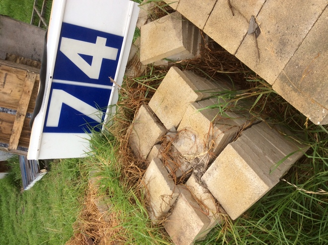 Under Auction - Under Auction (A129) - Approx. 320 Sand Colour Pavers - 2% + GST Buyers Premium On All Lots