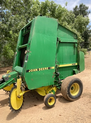 John Deere 435 Round Baler