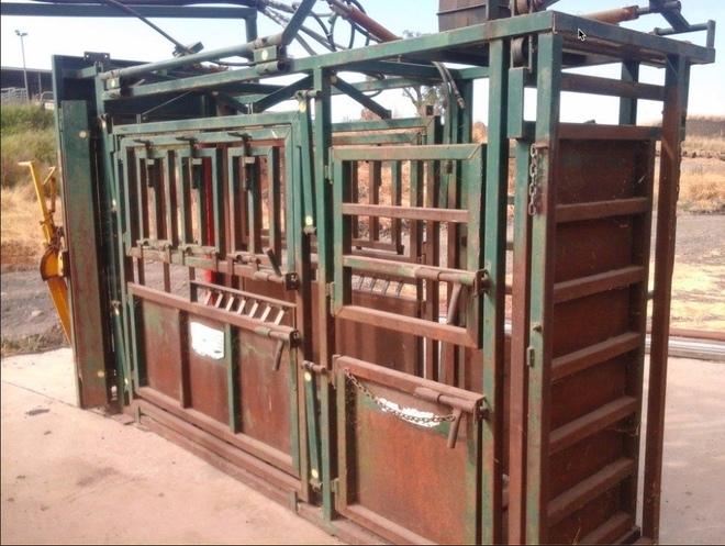 Under Auction - Arrow Full Vet Cattle Crush - 2% + GST Buyers Premium On All Lots