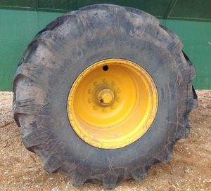2 x 800/65R32 tyres to suit chaser or header