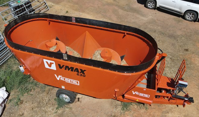 Valmetal Mobile Vertical Feed Mixer V-Max 630