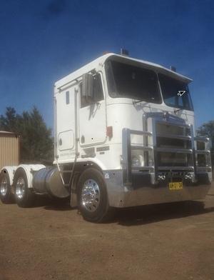 Kenworth K100G Prime Mover