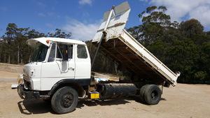 HINO TIPPER TRUCK Reco diesel,drop sides,unreg,suit farm property etc