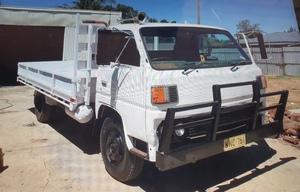 1985 Mitsubishi Canter Tray Truck