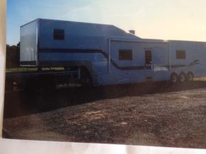 Moule Custom 5th wheel Trailer / Caravan