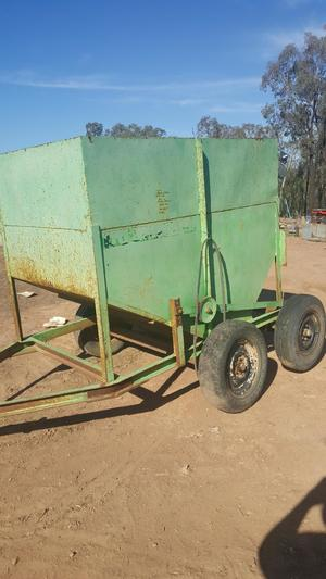 Bosmac sheep feedout cart