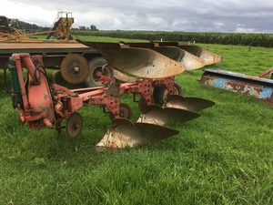 Kverneland reversible plough