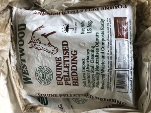 Horse bedding pellets