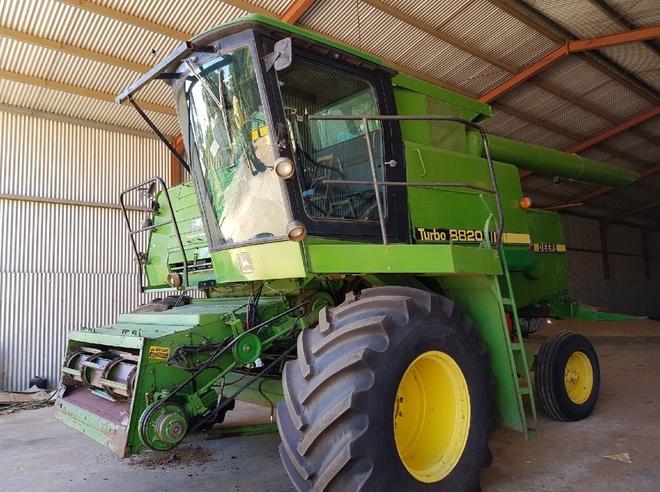 John Deere 8820 Harvester