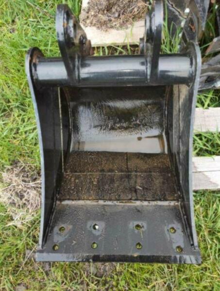 Excavator Scraping Mud Bucket 400mm suits Excavators 1.7-3.5ton