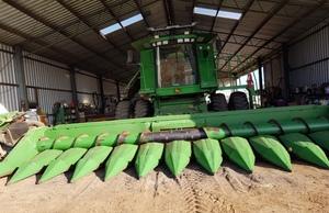 2009 John Deere 1255A 30ft Bean Front