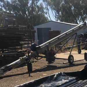Harvest T1032 Truck loading Augers