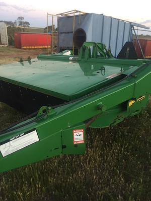 John Deere 910 Mower Conditioner