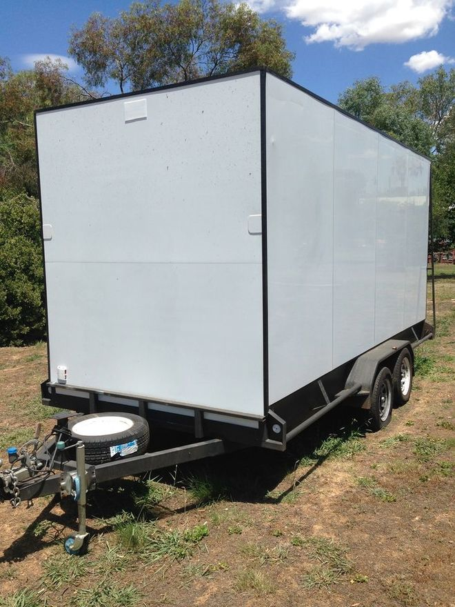 2016 Tandem Trailer enclosed moving/toy hauler